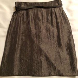 Silhouette hugging pencil skirt